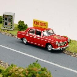 """Peugeot 404 """" Royal Circus """" - Universal Hobbies - 1/87 ème En boite"""