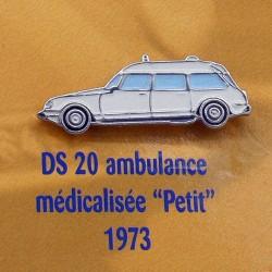 """Pin's Citroen DS 20 Ambulance Médicalisée """" Petit """" 1973"""