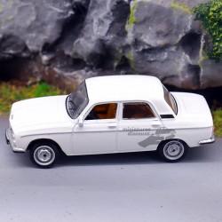 Peugeot 304 Berline 1/87ème...