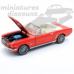 Ford Mustang Convertible -...