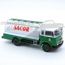 Camion citerne Fiat 643-690...