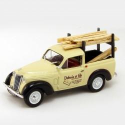 "Renault Juvaquatre "" Debois et Fils "" - Universal Hobbies - 1/43"